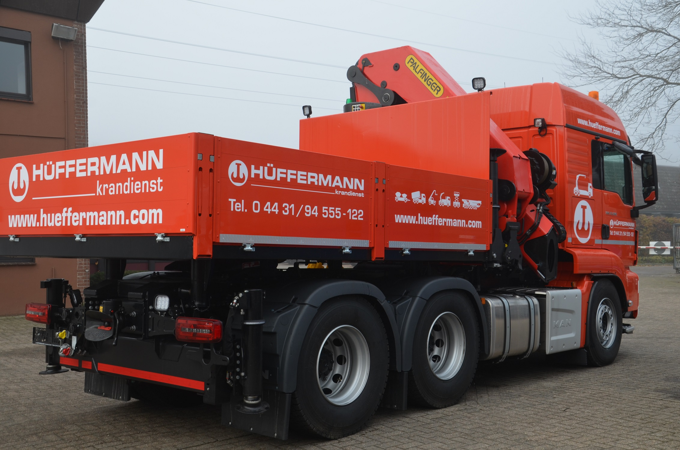 Fahrzeugbau - Aufbau LKW Ladekran von velsycon für Hüffermann