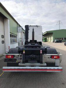 Abrollkipper für Behälter nach DIN 30722 - velsycon Fahrzeugbau