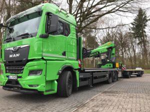 Gliederzug mit Kran - Ladekran Aufbauten - velsycon Fahrzeugbau