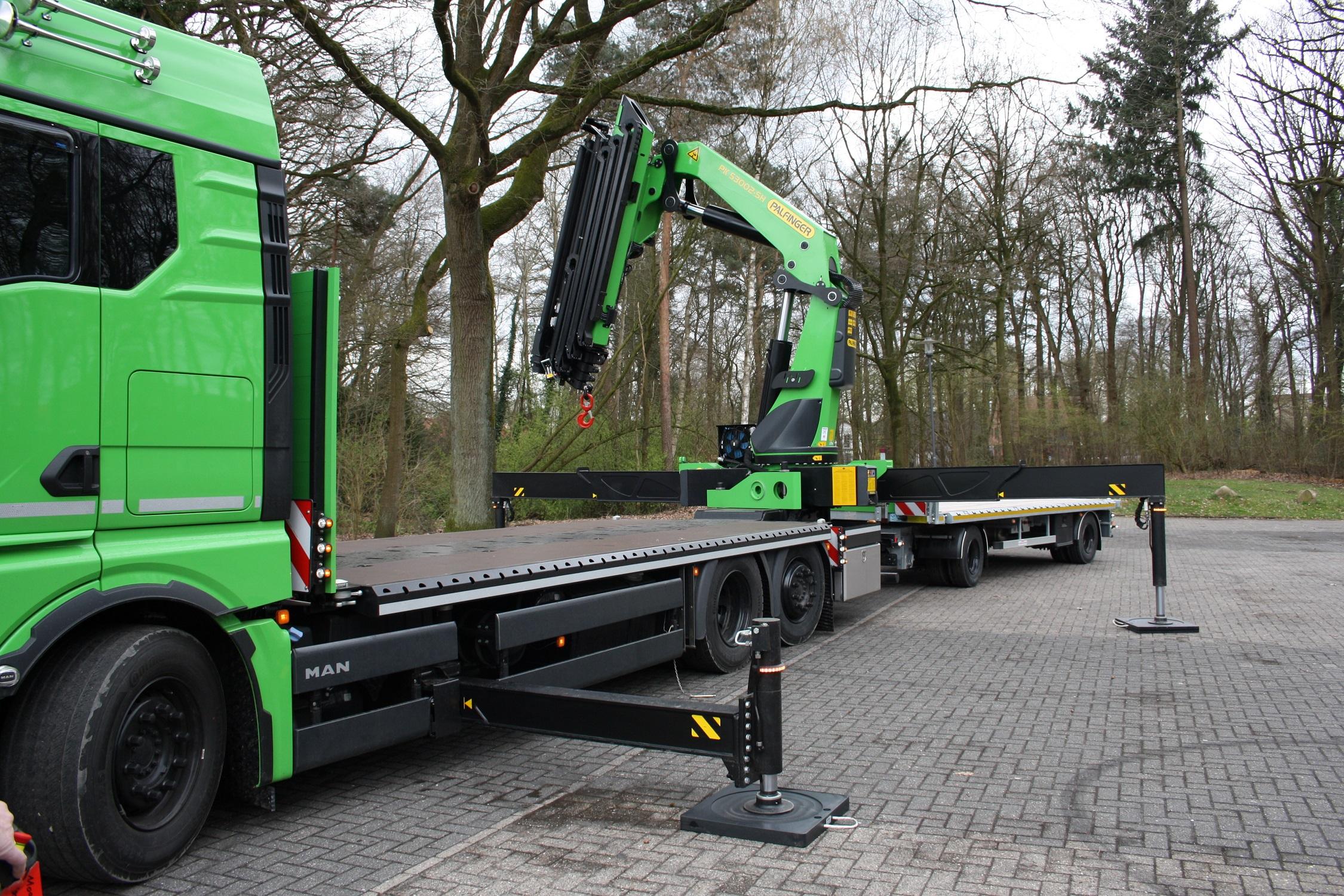 Ladekran-Aufbauten - Hängerzug mit Kran - Fahrzeugbau velsycon